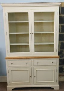 Bookcase in Painted finish